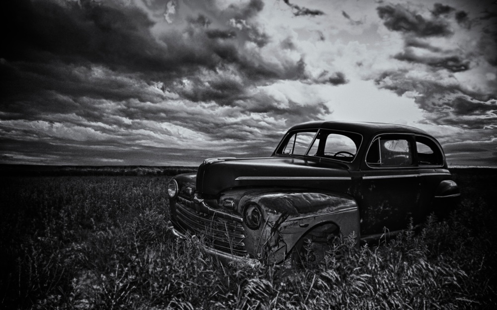 Car wreck, HDR, Canon 7D Black&White