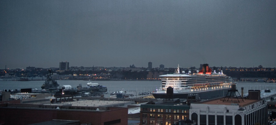 Concorde, Space Shuttle and Queen Mary 2 next to each other on Manhattan's Hudson River bank