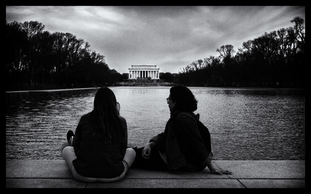 couple looking at Lincoln Memorial